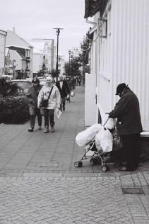 Obdachlose Frau, Reykjaviks Innenstadt