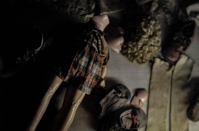 Spielzeug und Schuhe ermordeter Kinder
